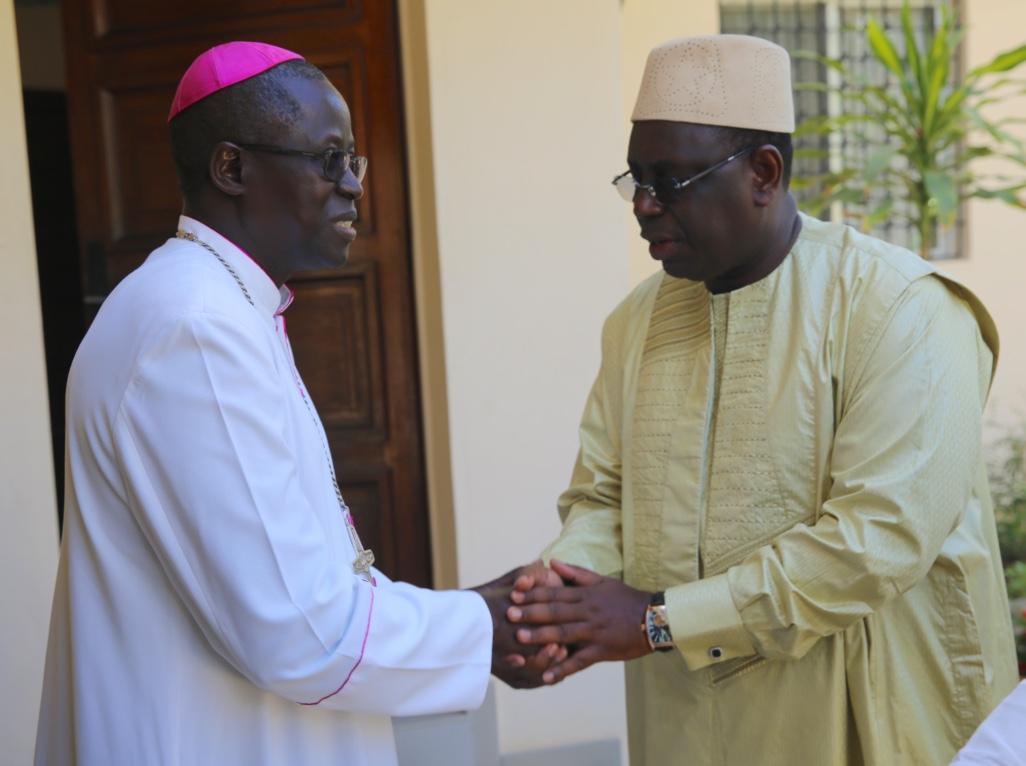 Macky Sall et Monseigneur Benjamin Ndiaye (3)