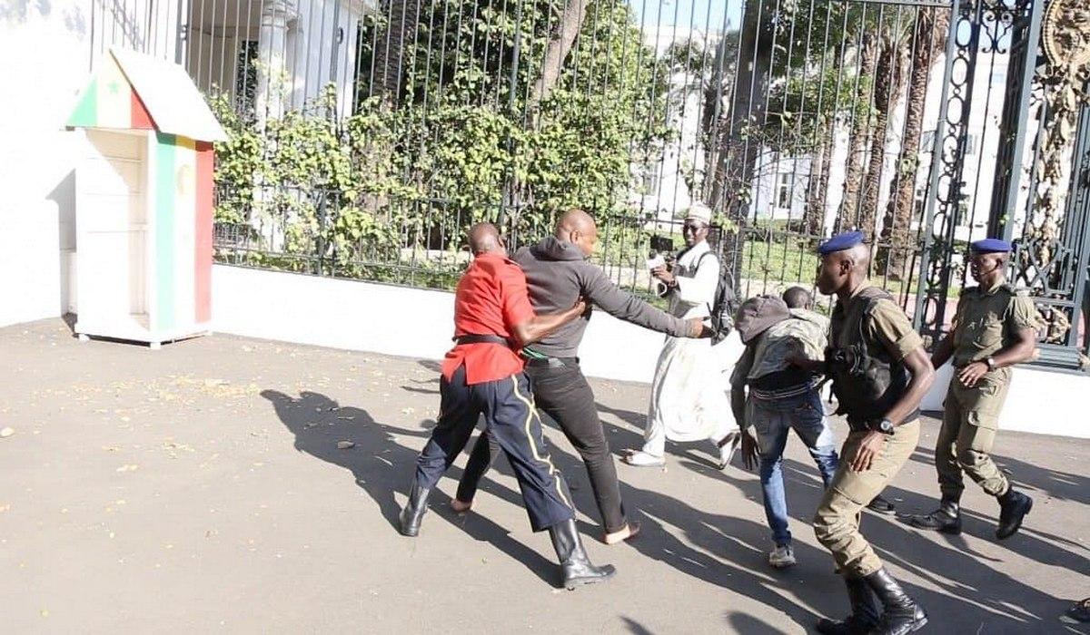 Arrestation de Guy Marius Sagna devant le Palais